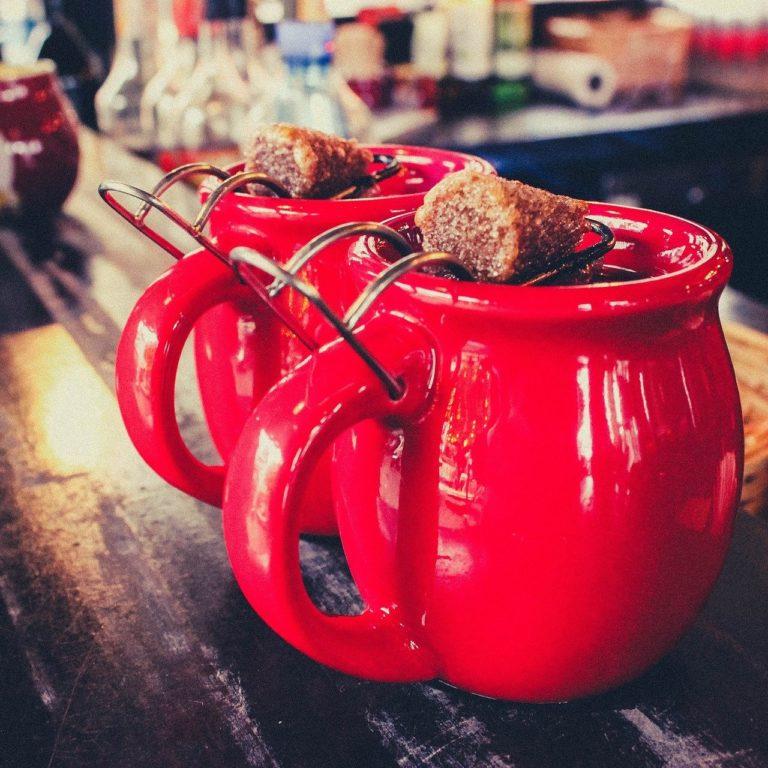 Top-Weihnachtsgetränk: Feuerzangenbowle